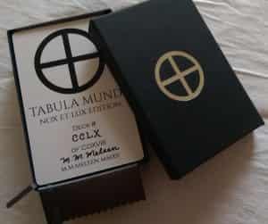 Genummerde kaart en doos logo Tabula Mundi