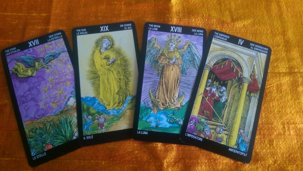 Another set of Majors from the Durer's Tarot. Hereby a few that are logical when looking longer, but aren't exactly what you are used to. The Moon looks similar to a WCS Temperance angel.
